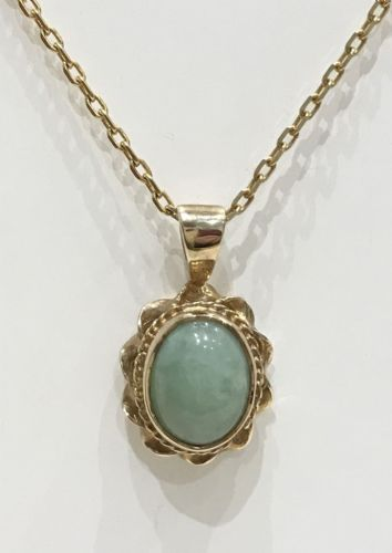Oval Green Jade Yellow Gold Necklace